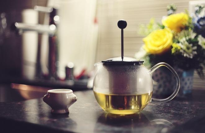 Чайник с зеленым чаем