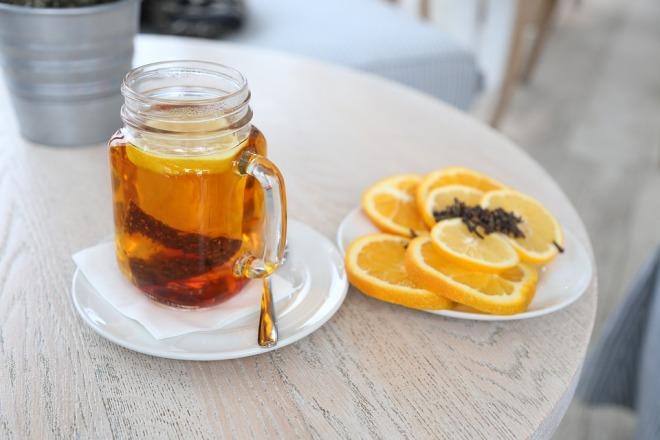 Заваренный ройбуш с лимоном