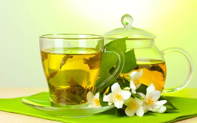 заваренный чай чайник и чашка