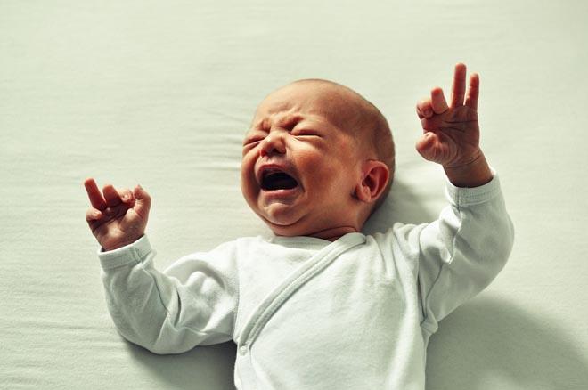 Голодный грудной ребенок