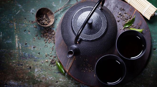 Чайник с напитком «туманов»
