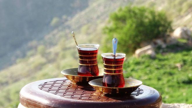 Два стакана с чаем