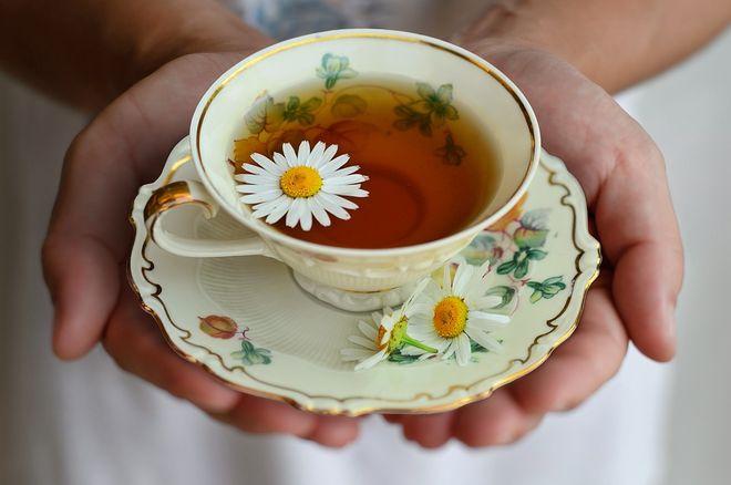 Чашка ромашкового чая
