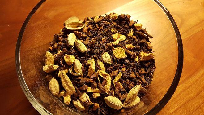 Чайные листья  и кардамон